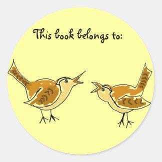 Los pájaros DE este libro pertenecen a: pegatinas Pegatina Redonda