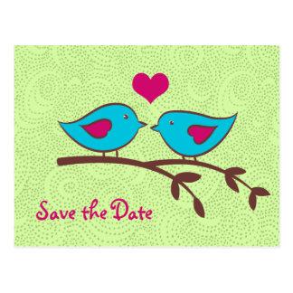 Los pájaros del amor en verde ahorran la postal de