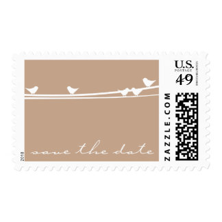 Los pájaros en un alambre ahorran el franqueo de sellos