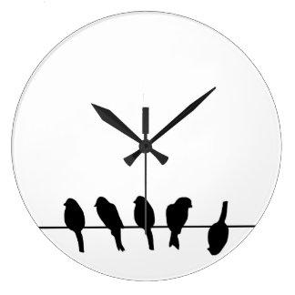 Los pájaros en un alambre - atrévase a ser diferen relojes de pared