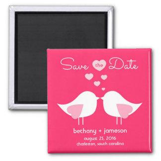 Los pájaros rosados brillantes del amor ahorran el imán cuadrado