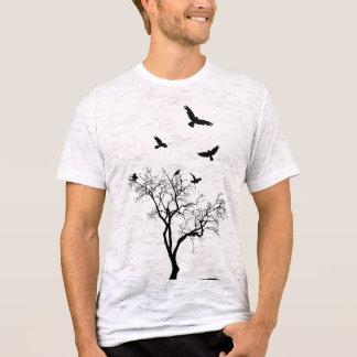 Los pájaros vuelan de la camiseta para hombre del