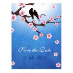 Los pájaros y Sakura del amor ahorran la fecha Tarjetas Postales