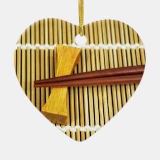 Los palillos Sensei del sushi dominan el bambú de Adorno De Cerámica En Forma De Corazón