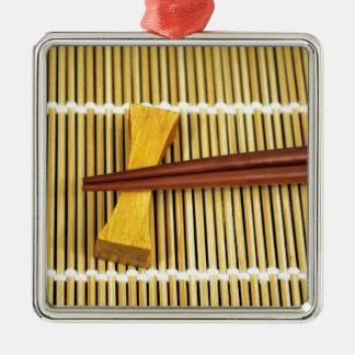 Los palillos Sensei del sushi dominan el bambú de Adorno Cuadrado Plateado