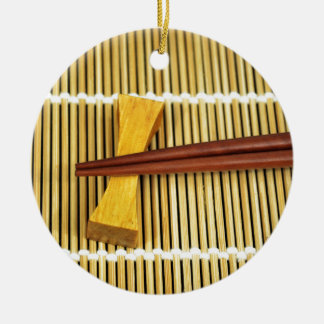 Los palillos Sensei del sushi dominan el bambú de Adorno Redondo De Cerámica