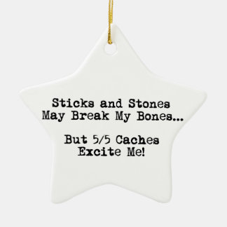Los palillos y las piedras pueden romperse los adorno navideño de cerámica en forma de estrella