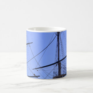 Los palos y el aparejo de la nave taza
