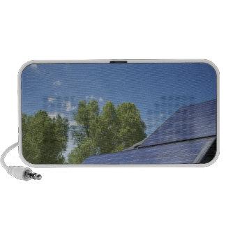 Los paneles solares en el tejado altavoces de viaje