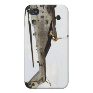 Los pararescuemen de la fuerza aérea conducen un iPhone 4 carcasa