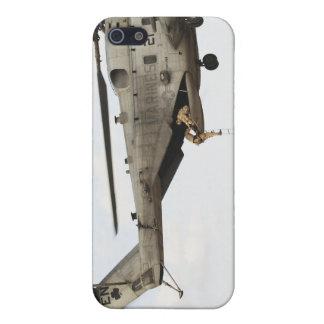 Los pararescuemen de la fuerza aérea conducen un iPhone 5 fundas