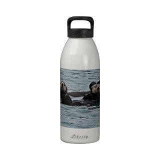 Los pares de la nutria botella de agua
