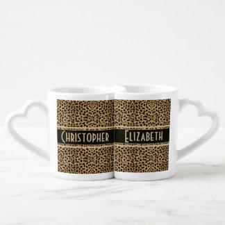 Los pares de la piel del leopardo personalizan set de tazas de café