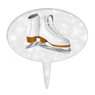 los pares de patines de hielo blancos apelmazan el figura para tarta