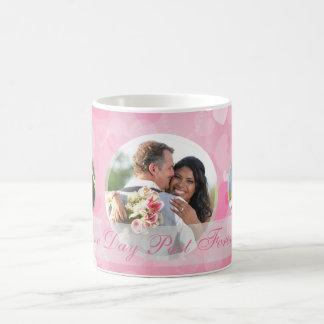 Los pares rosados de los corazones añaden su taza
