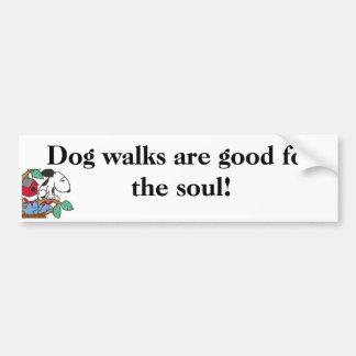 ¡Los paseos del perro son buenos para el alma! Peg Pegatina Para Auto