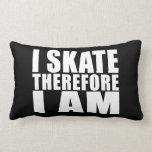 Los patinadores divertidos citan chistes que patin