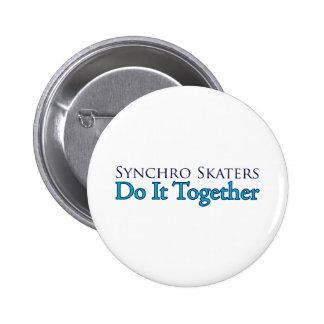 Los patinadores sincrónicos lo hacen juntos pin