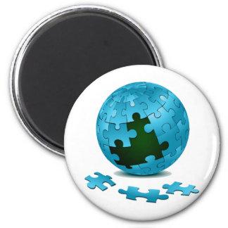 los pedazos azules del globo del rompecabezas caen imán redondo 5 cm