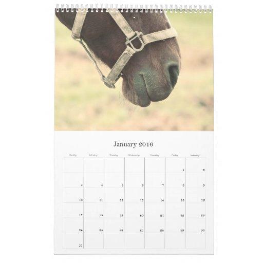 Los pedazos n juntan las piezas del calendario