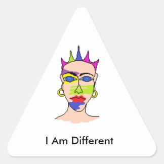 """Los pegatinas para la gente inusual """"soy diferente pegatina triangular"""