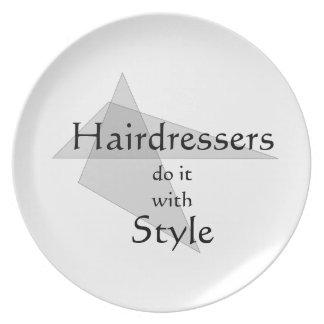 Los peluqueros lo hacen con estilo plato de comida