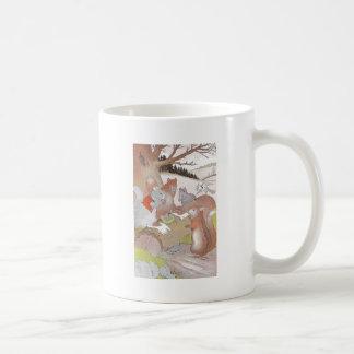 Los pequeños animales del arbolado comparten un ba tazas de café