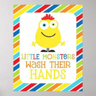 Los pequeños monstruos lavan la impresión de sus n póster