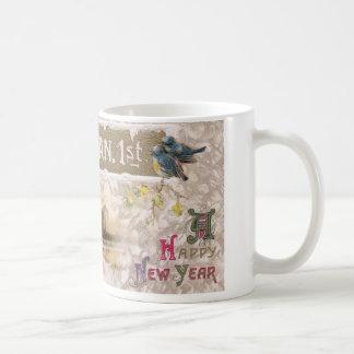 Los pequeños pájaros azules pian el Año Nuevo Taza De Café