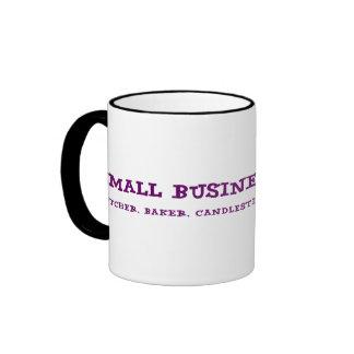 Los pequeños propietarios de negocio hacen todo taza de café
