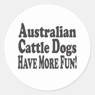 ¡Los perros australianos del ganado se divierten m Pegatina