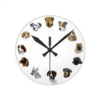 Los perros de trabajo dan exhausto reloj de pared