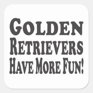 ¡Los perros perdigueros de oro se divierten más! Pegatina Cuadrada
