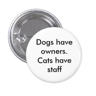 Los perros tienen dueños. Los gatos tienen el pers Pin Redondo De 1 Pulgada
