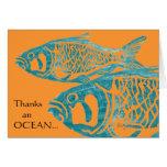 Los pescados azules divertidos le agradecen las ta tarjeta
