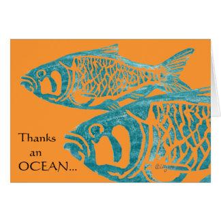 Los pescados azules divertidos le agradecen las ta