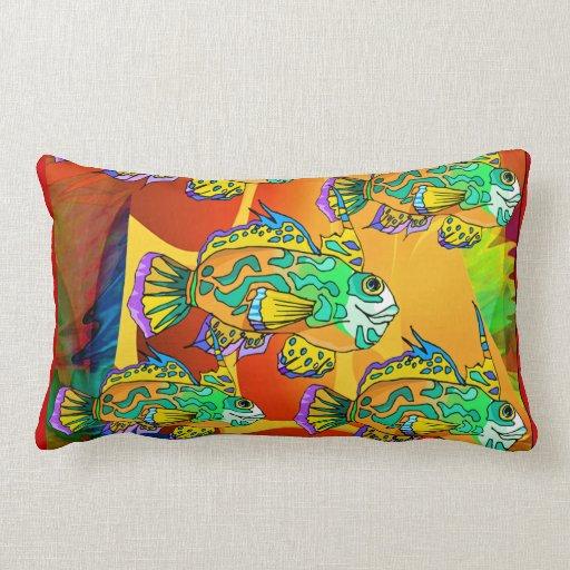 Los pescados coloridos   diseñan la almohada lumba