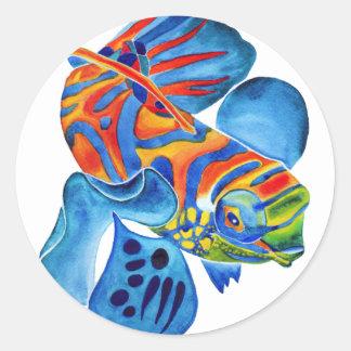 Los pescados del mandarín diseñan a los pegatinas etiqueta redonda