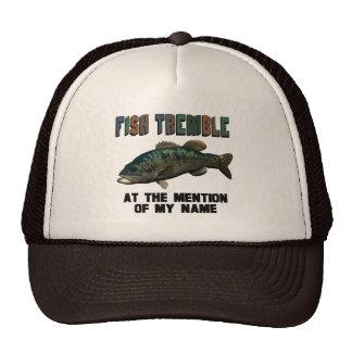 Los pescados divertidos tiemblan gorros