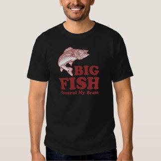 Los pescados grandes controlan mi cerebro remeras