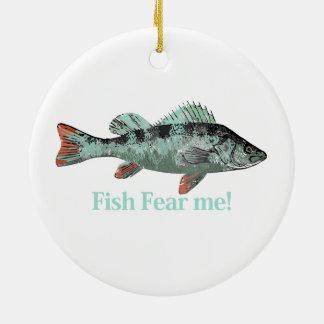 Los pescados me temen cita de la diversión para el adorno redondo de cerámica
