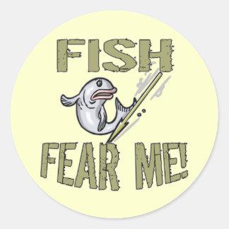 Los pescados me temen las camisetas y los regalos pegatinas redondas