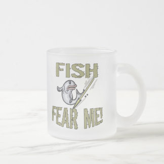 Los pescados me temen las camisetas y los regalos taza de café esmerilada