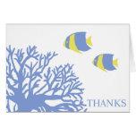 Los pescados tropicales azules y amarillos le agra felicitación