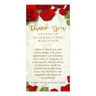 Los pétalos color de rosa rojos de oro le tarjetas fotográficas