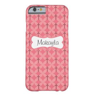 Los pétalos y las cruces en rosa personalizan funda de iPhone 6 barely there
