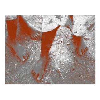 Los pies de los niños en África Postal