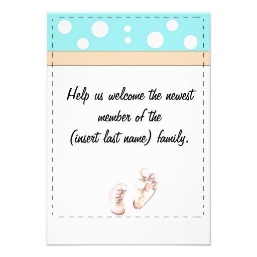 Los pies del bebé invitan comunicados personalizados
