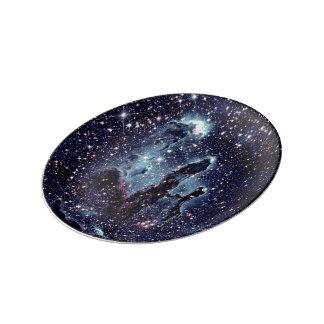 Los pilares de la placa azul de la pizarra de la platos de cerámica