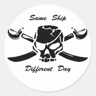 Los piratas Rogelio alegre iguales envían diverso Pegatina Redonda